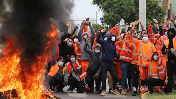 Zahlreiche Chilenen protestieren auf den Straßen für die Auszahlung ihrer Rentenbeiträge.