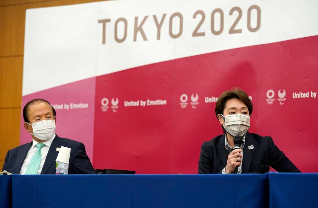Haben sich noch nicht auf eine Absage festgelegt: Toshiro Muto (l.), Geschäftsführer von «Tokio 2020», und Seiko Hashimoto, Präsidentin des Organisationskomitees der Olympischen und Paralympischen Spiele.