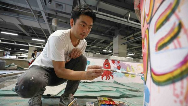 Der gehörlose Unternehmer und Künstler Hu Shiqun aus Shanghai. (Foto: IWN)