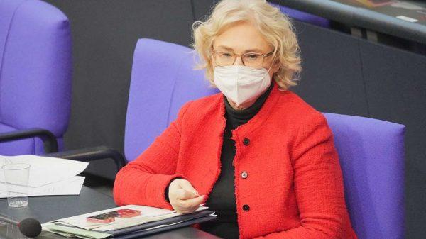 Bundesjustizministerin Christine Lambrecht (SPD) bei einer Sitzung im Bundestag.