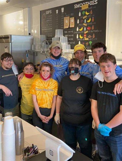 Heute arbeiten 23 junge Menschen mit Entwicklungsstörungen in der Eisdiele.