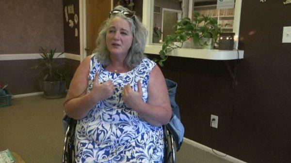 Tammy Spears erlebte den Vorfall im Flugzeug als demütigend, wie sie dem Sender KMVT in einem Interview erzählte.
