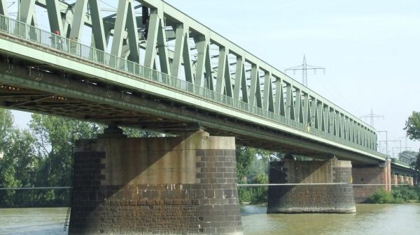 Die Kaiserbrücke ist derzeit für Rollstuhlfahrer nicht nutzbar.