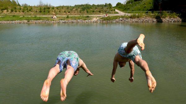 Vorsicht bei Kopfsprüngen – das Wasser könnte seichter sein als gedacht.