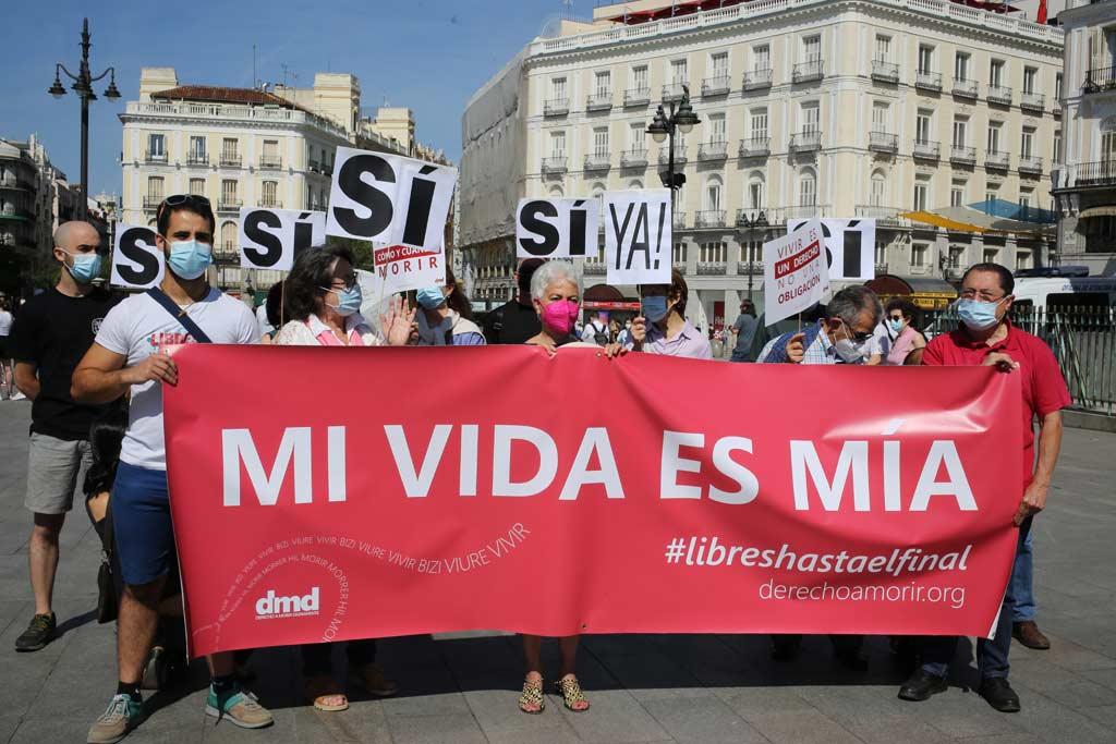"""""""Mein Leben gehört mir"""" – Teilnehmer einer Pro-Sterbehilfe-Kundgebung in Madrid demonstrieren für die Legalisierung aktiver Sterbehilfe."""