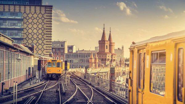 Beispielsweise auch in Berlin gibt es noch viele Barrieren im öffentlichen Nahverkehr. (Foto: Shutterstock)