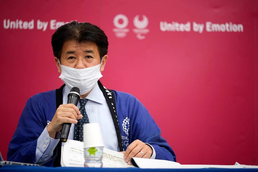 Hidemasa Nakamura, Leiter der zuständigen Abteilung des Organisationskomitees, bei der Pressekonferenz zu den Covid-19-Gegenmaßnahmen