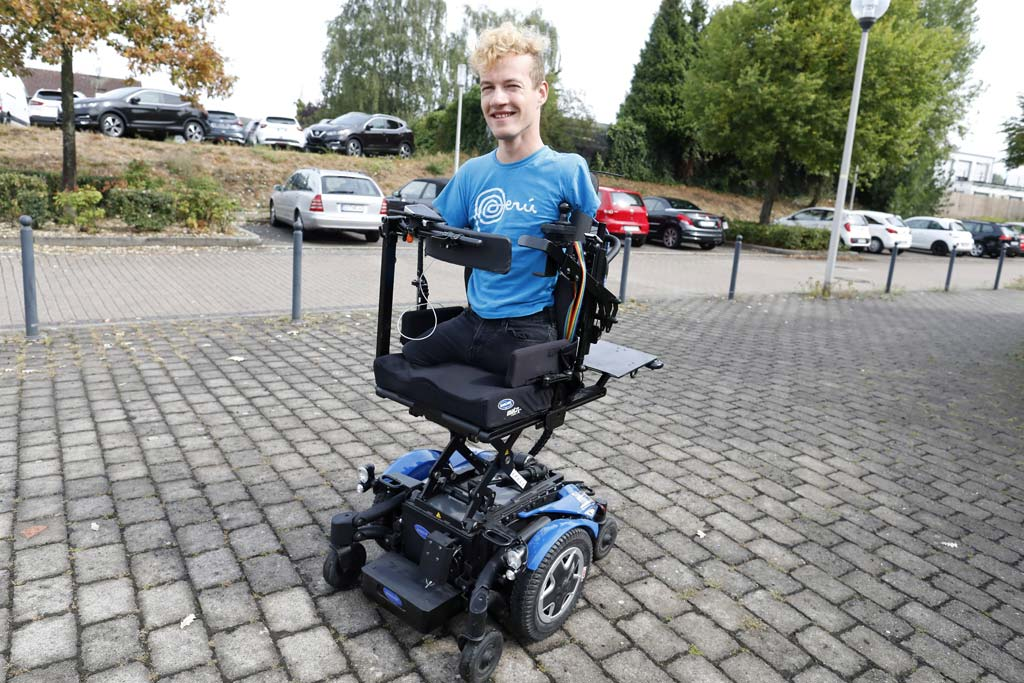 Janis McDavid im Rollstuhl