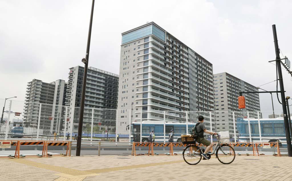 Das Athletendorf befindet sich isoliert auf der Insel Harumi in der Bucht von Tokio.