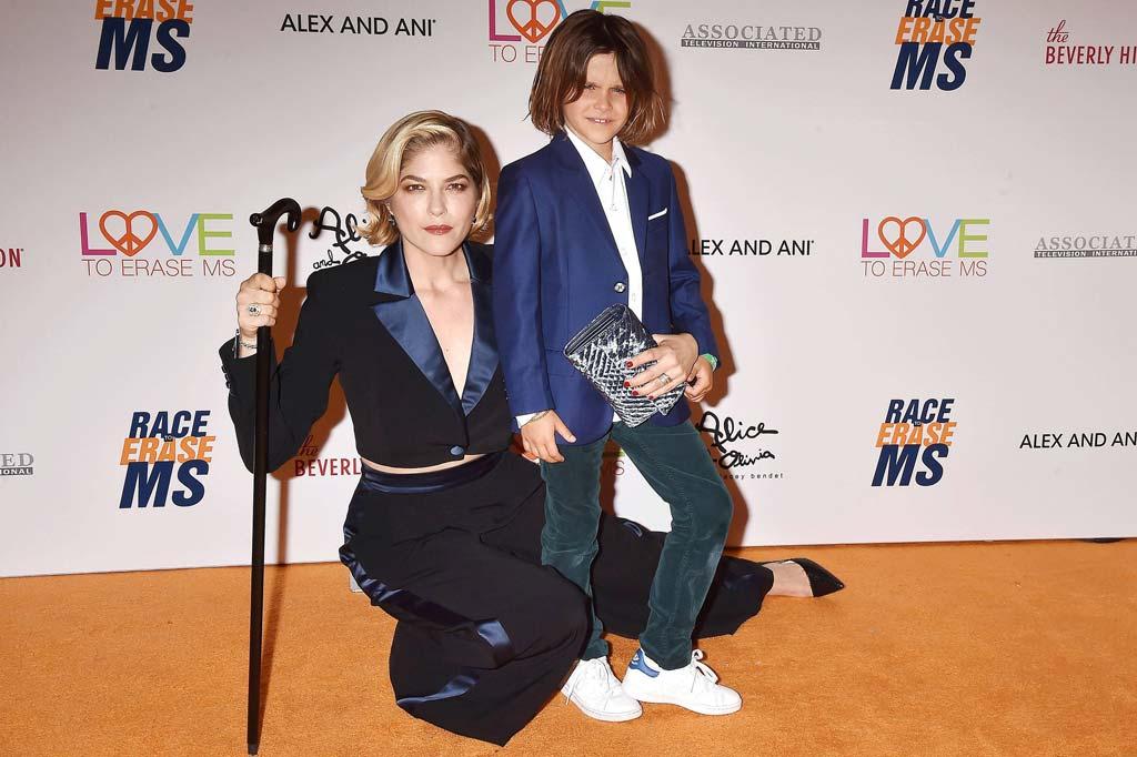 Schauspielerin Selma Blair mit ihrem Sohn Arthur Saint Bleick bei der Race to Erase MS Gala 2019 in Beverly Hills.