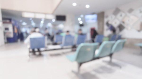 Wartebereich eines Krankenhauses (Foto: Shutterstock)