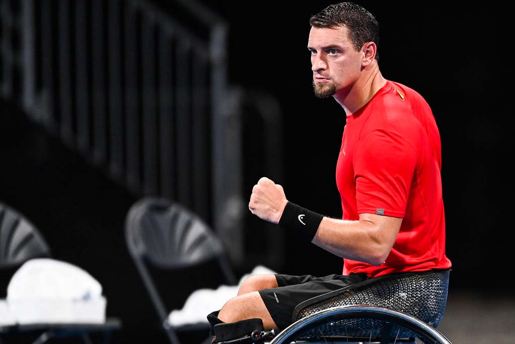 Joachim Gerard beim Tennisspielen