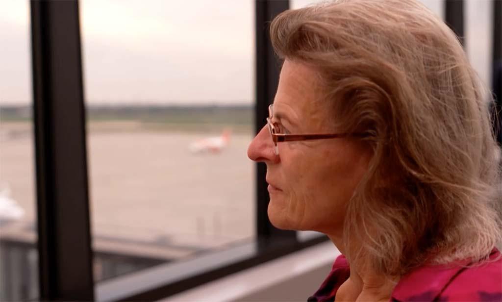 Andrea Schatz am Flughafen