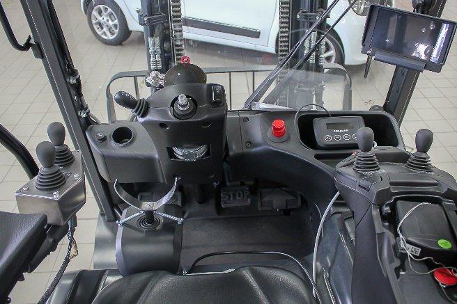 Cockpit des umgebauten Gabelstaplers