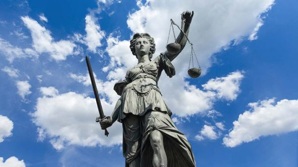 Statue Justizia